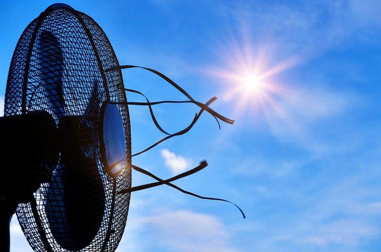Ilmastointilaitteet viilentävät tehokkaasti kesähelteillä.