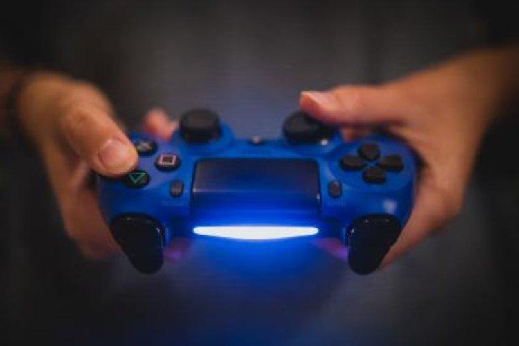 Hyvän pelituolin merkitys korostuu pitkien peliaikojen myötä.