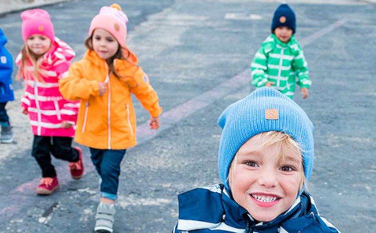 Ihanaa lasten ulkoilumuotia valmistava Reima pitää pienet ikiliikkujat lämpiminä.