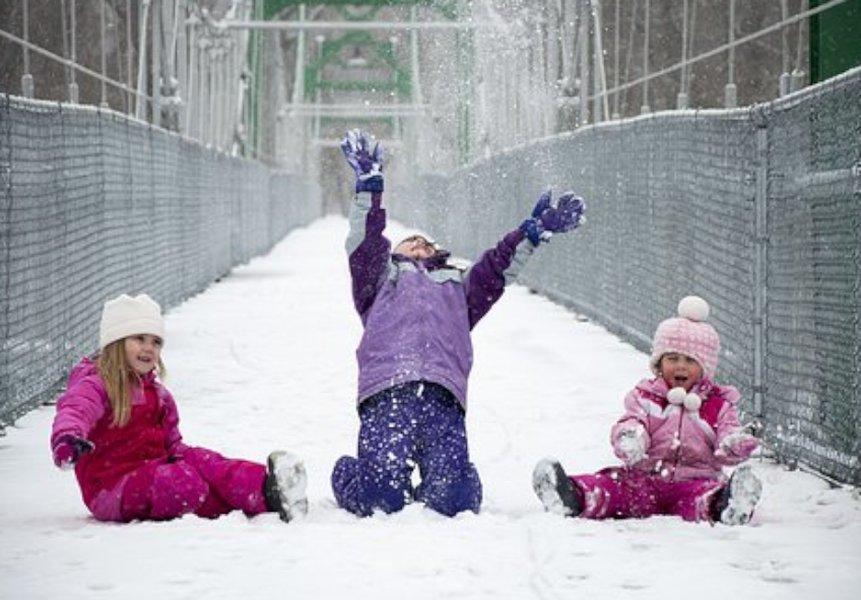Toppahaalari on paras pukine lasten lumileikkeihin.