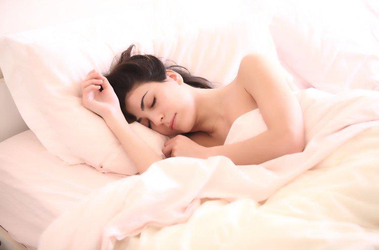 Uniasento ja oma ruumiinrakenne määrittelevät tyynyn valintaa.