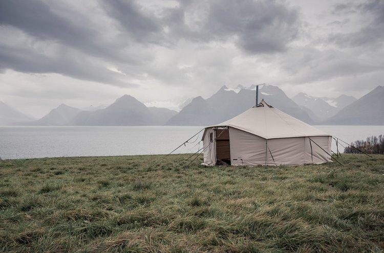 Telttakamiinan avulla saadaan teltta lämpimäksi myös kylmemmissä olosuhteissa.