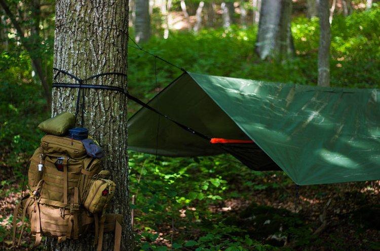 Tarppi tarjoaa suojaa ja vahvan kosketuksen luontoon.