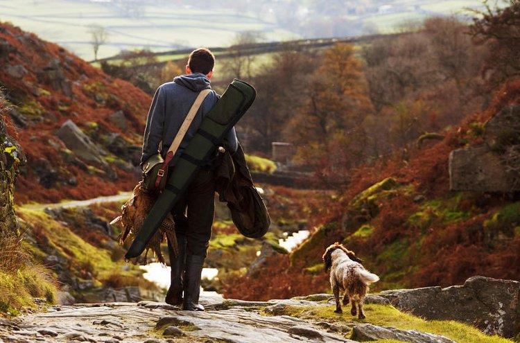 Sopivat metsästyspuvut tuovat turvaa ja mukavuutta metsässä kulkemiseen.