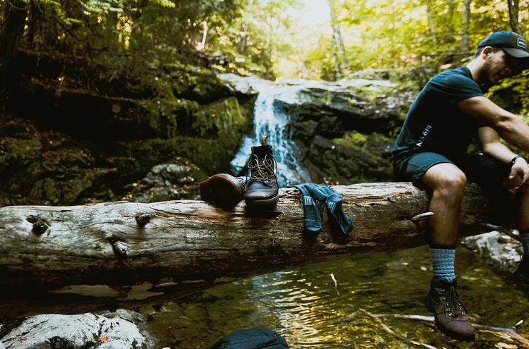 Vedenpitävät sukat pitävät jalat kuivina kosteissakin olosuhteissa.