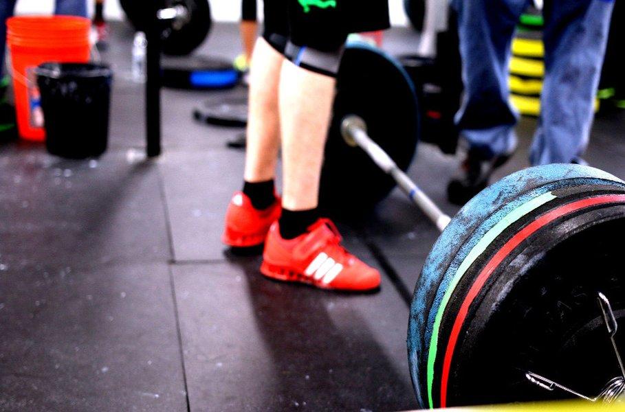 Miesten sisäpeli- ja treenikengät ovat paras valinta kuntosalille tai liikuntahallille.