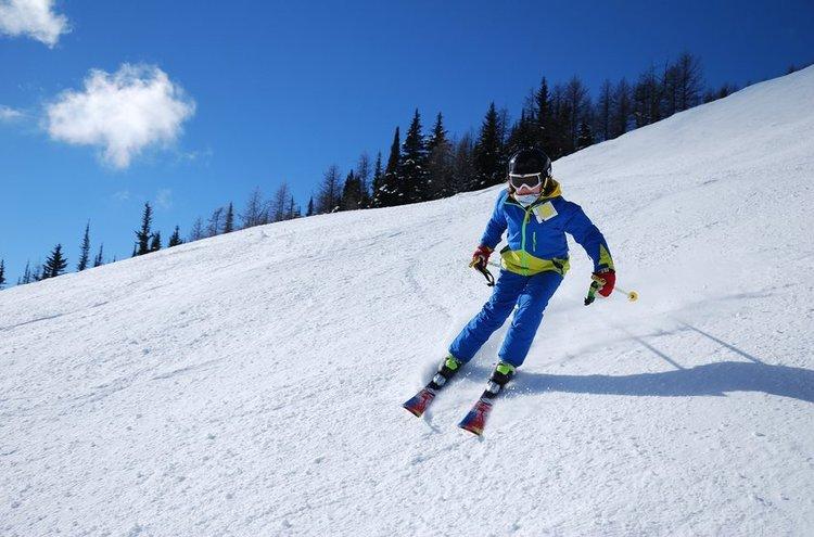 Lasten ja nuorten housut sopivat vauhdikkaaseen urheiluun sekä talviliikuntalajeihin!