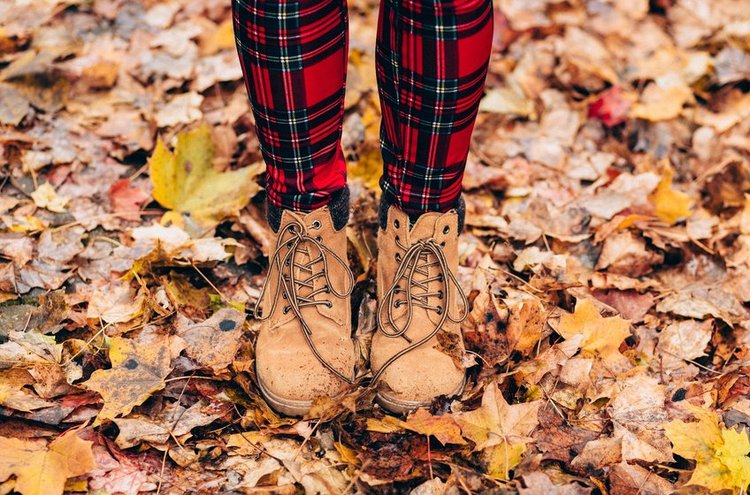 Naisten ulkoilukengät sopivat syksyn sateeseen ja kevään aurinkoon. Huolehdi, että jalkasi saa tarpeeksi tukea, mutta älä sorru liian pieniin jalkineisiin.