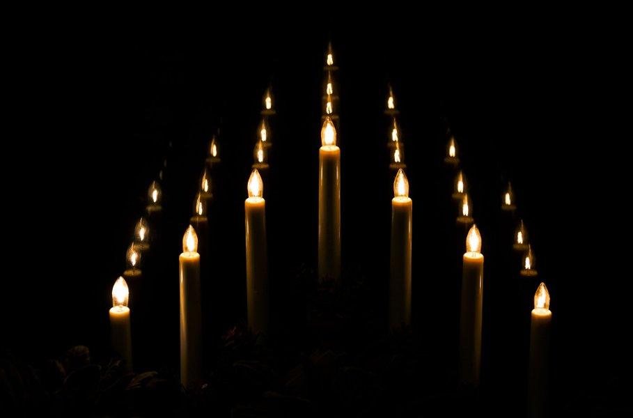 Perinteiset kyntteliköt ovat suomalaisen joulun klassikko.