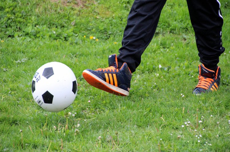 Lasten ja nuorten juoksukengät tarvitsevat kasvunvaraa siinä missä muutkin kasvavan jalan jalkineet. Koko on oikea, kun varpaiden jälkeen kenkään jää tyhjää tilaa noin puolitoista senttiä.