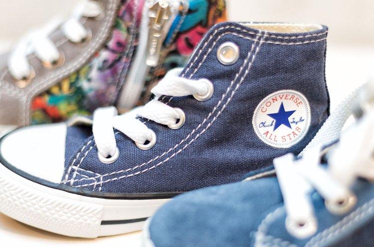 Laadukkaat lasten kengät kestävät kovempaakin käyttöä.