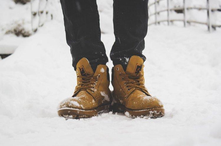 Tyylikkäät miesten talvikengät toimivat hyvin eri olosuhteissa.