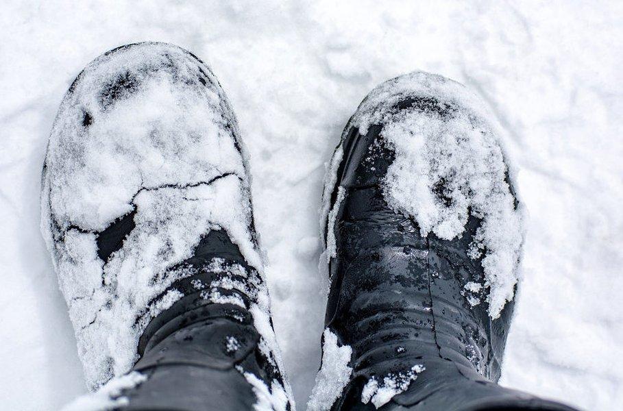 Miesten nastakengät tuovat täydellistä jääpitoa talven liukkauteen.