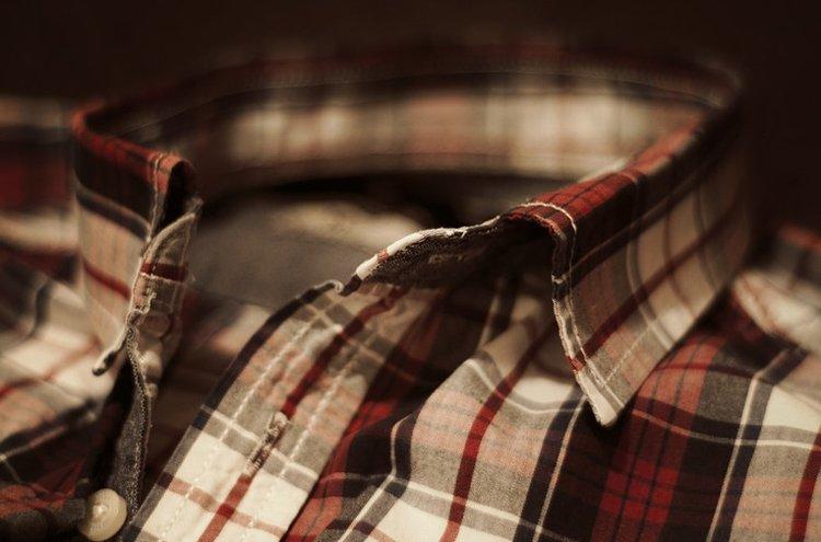 Klassiset ruutukuosiset miesten paidat ovat tyylikkäitä vaihtoehtoja.