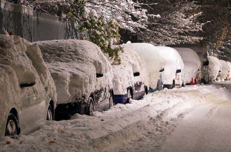 Talvi kangistaa auton. Kovilla pakkasilla käynnistämiseen voi tarvita akkulaturia. Akkulaturia on parempi käyttää ajoissa - muuten voi olla, että matkanteko tyssää talveksi kokonaan.