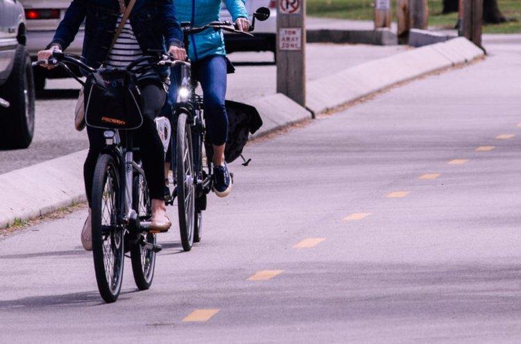 Sähköpyörällä ajaminen on nopea kevyt tapa liikkua paikasta toiseen. Lisäksi se sopii todella monenlaiseen tarkoitukseen. Tilaa nyt itsellesi netistä sopiva sähköpyörä vaivattomasti ja nopeasti ja lähde nauttimaan raikkaasta ulkoilmasta!