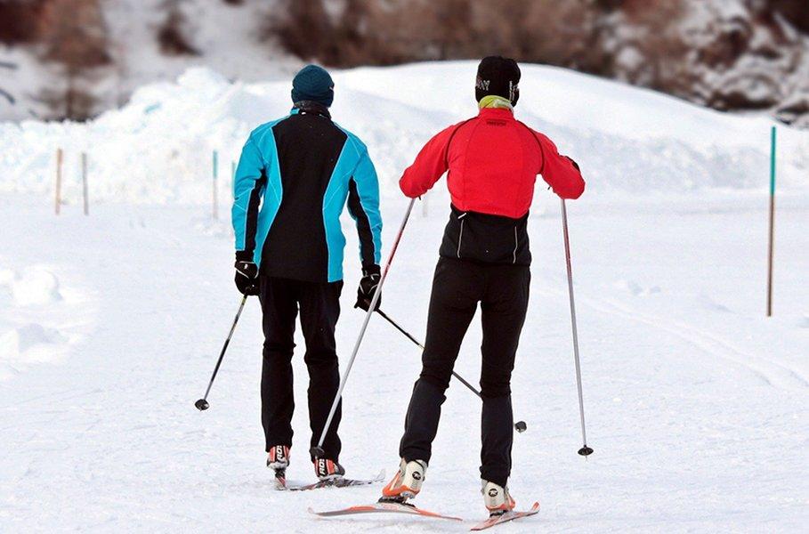 Sopivat hiihtosauvat tuovat lisää sujuvuutta hiihtoon.