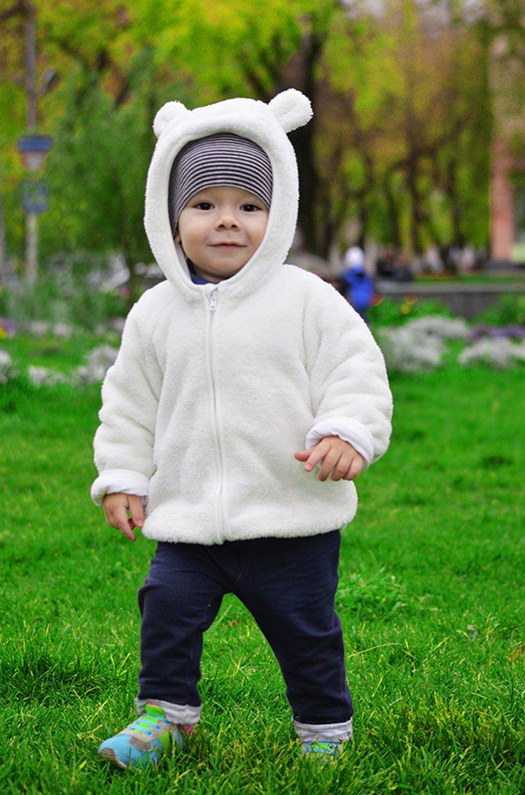 Lasten ja nuorten fleecetakit ja midlayerit lämmittävät lasta.