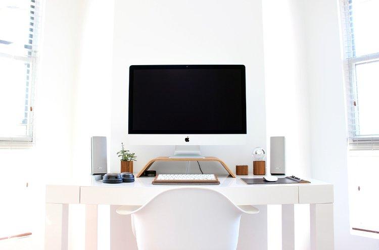 Tämän päivän pöytäkoneet tarjoavat tehoa ja tyyliä työskentelyyn.