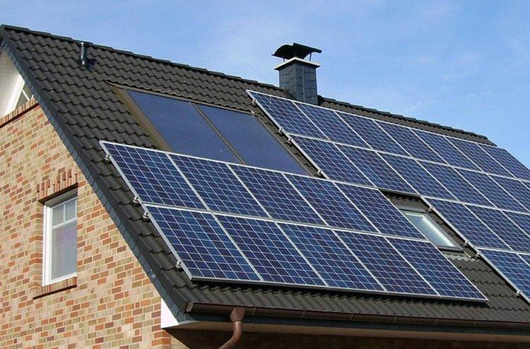 Aurinkoenergia on uusiutuvaa energiaa.