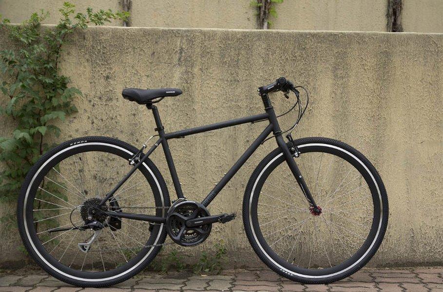 Hybridipyörät tarjoavat virtaviivaista ajoasentoa ja pienempää ilmanvastusta, jolloin pyöräily on helpompaa.