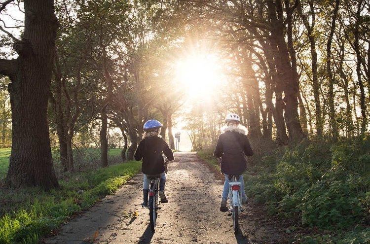 Laadukkaat nuortenpyörät tarjoavat rentoa etenemistä kouluun tai kavereille.