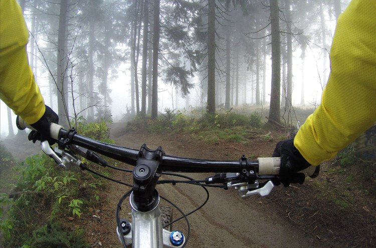 Maastopyöräily on vauhdikas harrastus joka sopii monenlaiselle liikkujalle. Maastopyörä on parhaimmillaan metsäpoluilla ja muussa epätasaisessa maastossa.