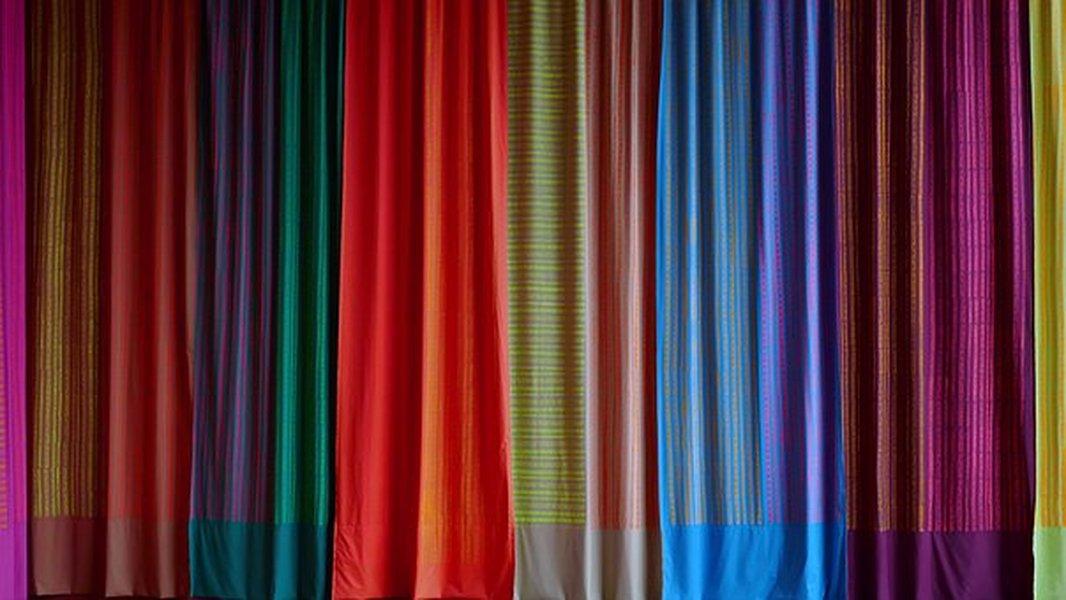 Valmisverhot loistavat kaikissa väreissä sekä tyyleissä! Kaunista kotiasi helposti ja edullisesti valmisverhojen avulla.
